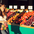 Woman buying fruits and vegetables, farmers market — Stock Photo #28193373