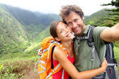 Hiking couple - young couple in love on Hawaii — Stock Photo