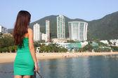 Hong kong toeristische vrouw bij repulse bay strand — Stockfoto