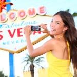Las Vegas Sign tourist woman happy taking photo — Stock Photo