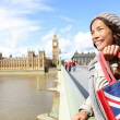 donna di Londra con la borsa shopping vicino big ben — Foto Stock