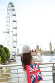 London Tourist taking picture of river Thames — Stock Photo