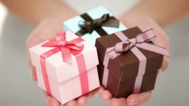 Woman holding Christmas gifts — Stock Video