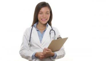 Medico professionale donna sorridente ritratto — Video Stock