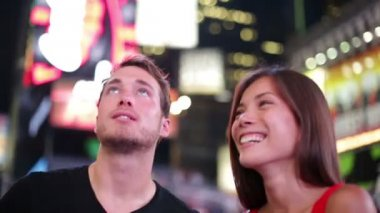 Happy young couple on Times Square New York City — Stock Video