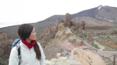 Hiking. Woman enjoying view of Teide Tenerife — Stock Video