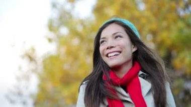 Autumn woman portrait looking away smiling happy — Stock Video