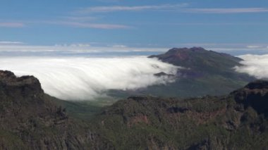 La palma landskap med moln, kanarieöarna. — Stockvideo