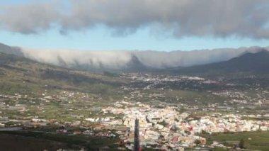 La palma landschap met wolken, canarische eilanden. — Stockvideo