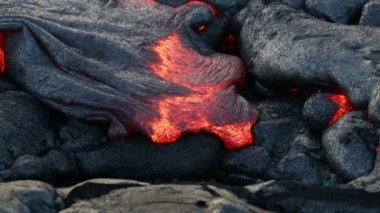 Lava - flowing lava from Kilauea volcano, Hawaii — Stock Video