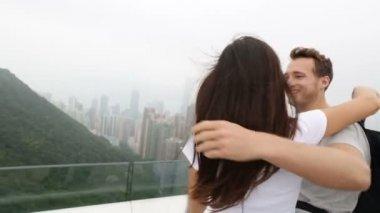 Hong Kong Victoria Peak tourists couple — Stock Video