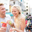 Couple eating fruit snack in Venice — Stockfoto