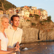 Romantic couple in love by sunset in Cinque Terre — Stok fotoğraf