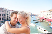 Dating couple hugging and kissing in Venice — Stock Photo