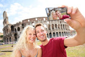 Tourist couple on travel in Rome by Coliseum — Stock Photo