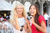 Tourist travel friends with camera and map, Venice — Stock Photo