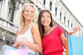 Nákupní dívky - ženy nakupujících s taškama, benátky — Stock fotografie