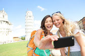 Travel tourists friends taking photo in Pisa — Stock Photo