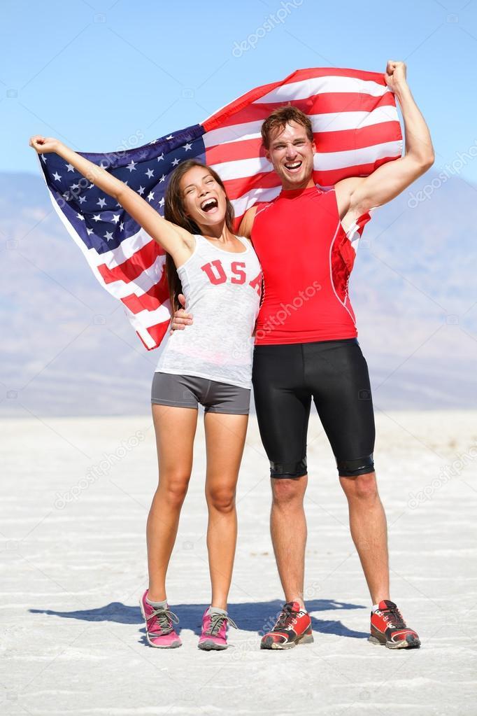 Animar a los atletas personas sosteniendo la bandera de