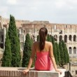 Rome tourist looking at Colosseum — Stock Video #32410335