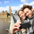 Foto Stock: London tourist couple taking photo near Big Ben