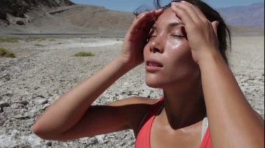 Thirst - dehydrated thirsty woman sweating desert — Stock Video