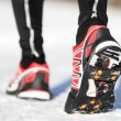 Running shoes in snow — Stockfoto