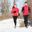 Sport couple running in winter — ストック写真