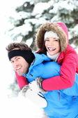 Kış mutlu çift — Stok fotoğraf