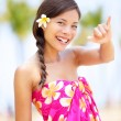 Beach woman making Hawaiian shaka hand sign — Stock Photo