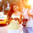 Travel tourist couple traveling in New York, USA — Stock Photo