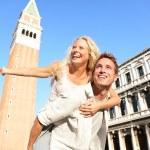 Romantic couple in love having fun in Venice — Stock Photo