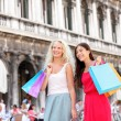 Shopping women - girl shoppers with bags, Venice — Stock Photo