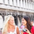 Travel friends tourist with camera and map, Venice — Stock Photo