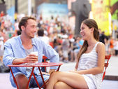 Dating couple, New York, Manhattan, Times Square — Stock Photo