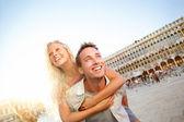 Paar in liefde met plezier reizen Venetië romantiek — Stockfoto