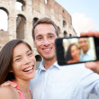 Happy travel couple taking selife, Coliseum, Rome — Stock Photo