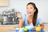 Woman eating breakfast cereals — Stock Photo