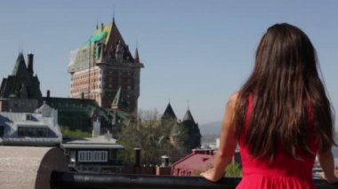 Tourist woman in Quebec City by Chateau Frontenac — Stock Video