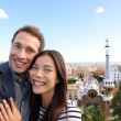 Happy travel couple in Park Guell, Barcelona — Stock Photo #44256669