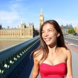 London woman happy in summer — Stock Photo