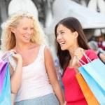 Shopping women - two girls shoppers in Venice — Stock Photo