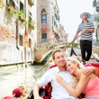Romantic travel couple in Venice on Gondole boat — Stock Photo