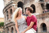 Travel couple in Rome by Coliseum in love — Stock Photo
