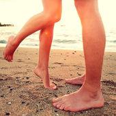 Kissing Lovers - zu zweit am Strand Liebe Konzept — Stockfoto