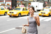 Business woman in New York City candid and real — Stock Photo