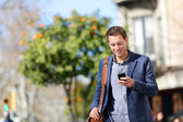 Young urban professional man using smart phone — Stockfoto