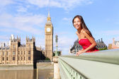 London - happy woman by Big Ben in England — Stock Photo