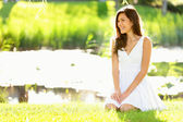 Asian woman sitting in park in spring or summer — Stockfoto