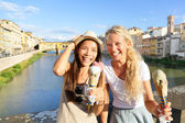 Happy women friends eating ice cream in Florence — Stock Photo